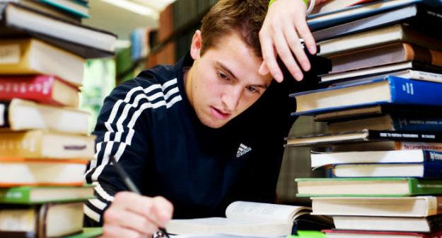 mencegah anomali sekaligus distorsi mahasiswa tahun terakhir