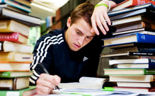 mencegah anomali sekaligus distorsi mahasiswa tahun terakhir - Bursanom.com